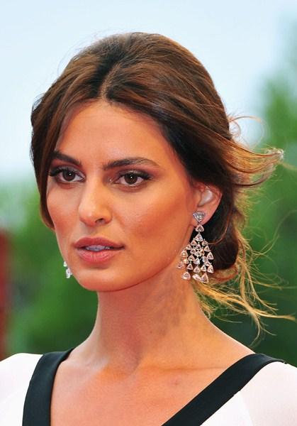 Актриса Катринель Менгия, 29