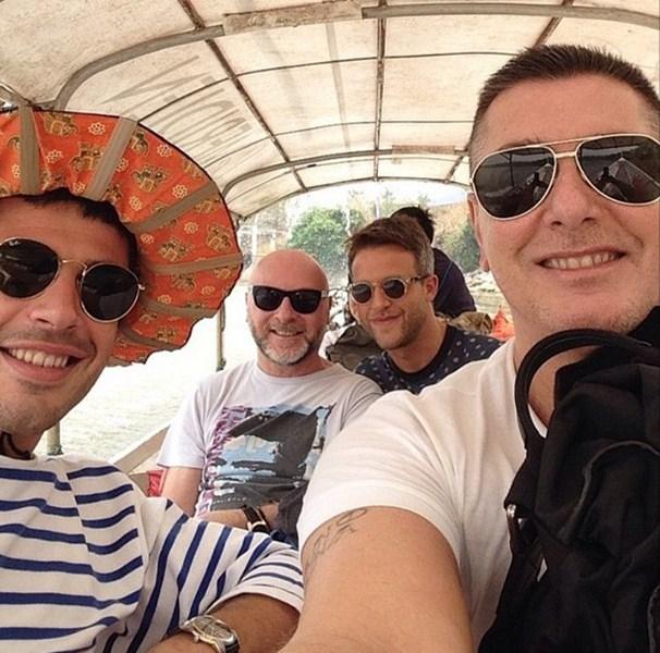 Доменико Дольче (56) и Стефано Габбана (52) не расстаются даже на отдыхе. Вместе со своими друзьями они отдыхали в Таиланде.