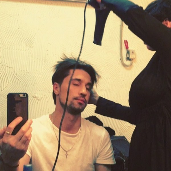 Дима Билан снимал на камеру все действия своего парикмахера.
