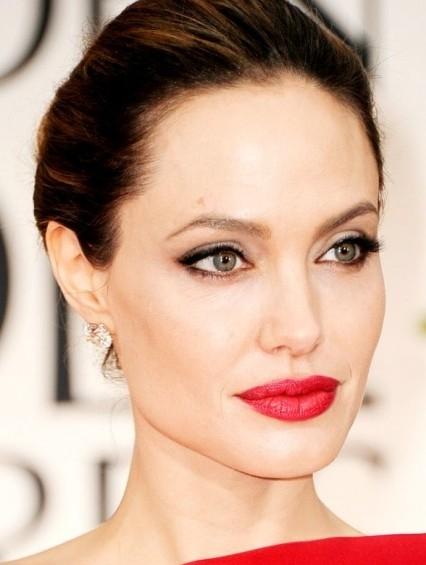 Анджелина Джоли (40)