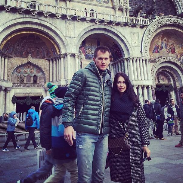 Вратарь «Спартака» Артем Ребров (30) с женой Катериной в Италии