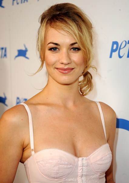 Актриса Ивонн Страховски, 32