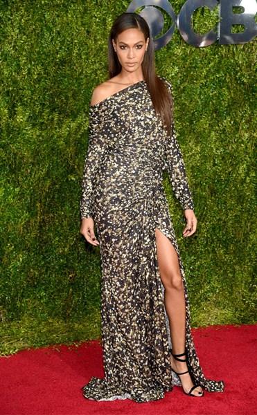 Джоан Смоллс (26) в  Givenchy