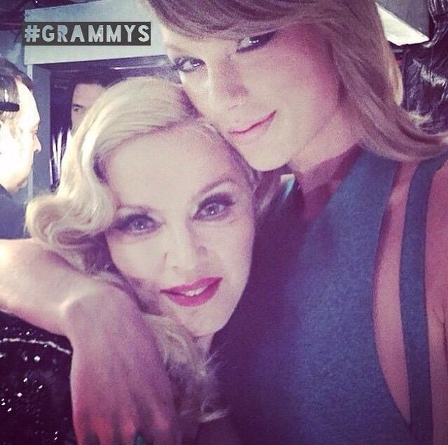 Певица и актриса Тейлор Свифт (25) и певица Мадонна (59)