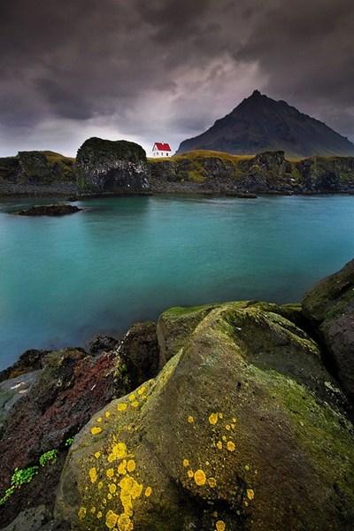 Дом на полуострове. Исландия.