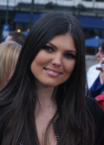 Певица Паула Селинг, 36