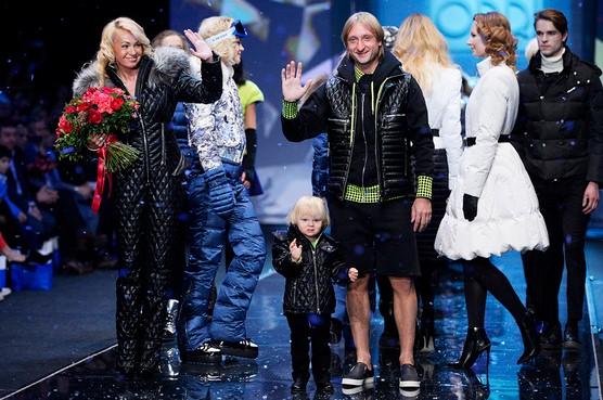 Яна Рудковская со своей семьей представила новую коллекцию верхней одежды бренда ODRI.