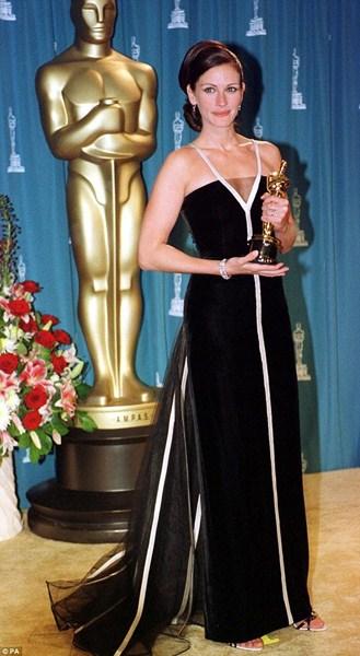Актриса Джулия Робертс (47) в платье Valentino. 2001 год.