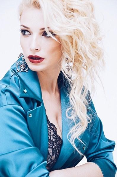 Татьяна Котова (29) – певица, актриса, телеведущая.