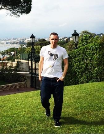 Игорь Верник в поисках весны улетел во Францию.