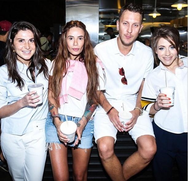 Лаура Джугелия, Айза Долматова, T-killah и Юлия Барановская участвовали в благотворительной акции Shake Shack и PEOPLETALK.