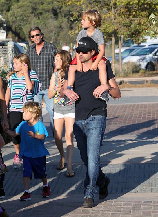 1 февраля 2007 года у актера Патрика Демпси (49) и его жены Джиллиан родились близнецы Дарби Гаден (8) и Силливан Патрик(8)