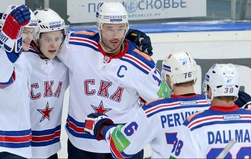 Илья Ковальчук (31) стал звездой воскресного матча СКА – Динамо Москва. Питерские хоккеисты одержали победу со счетом 2:0.