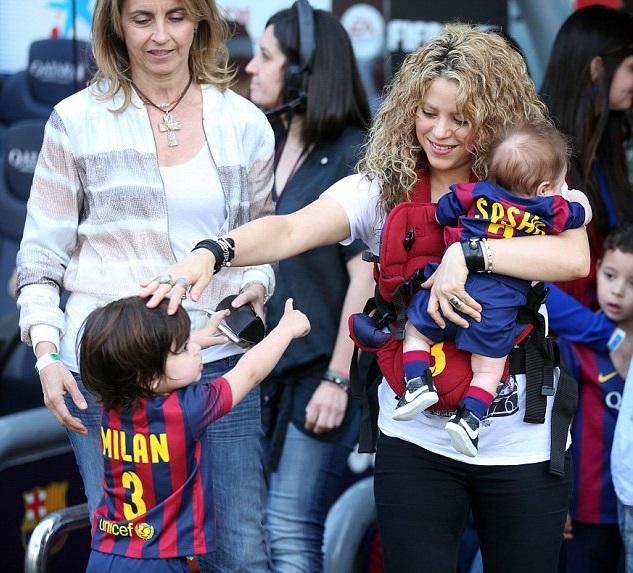 Певица Шакира (38), Милан (2) и Саша Пике Мебарак (4 мес.)