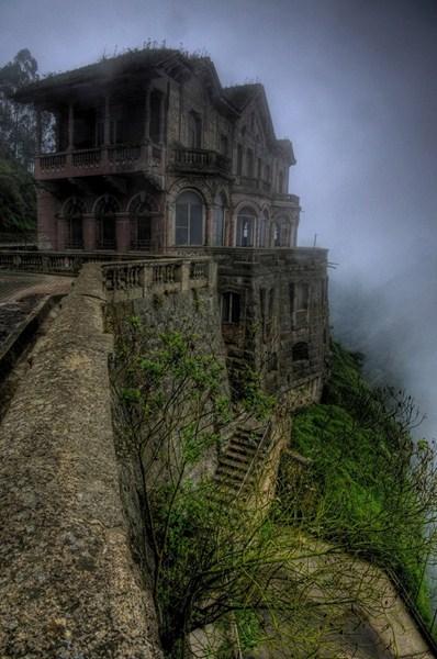 Опустевший отель El Hotel del Salto в Колумбии.