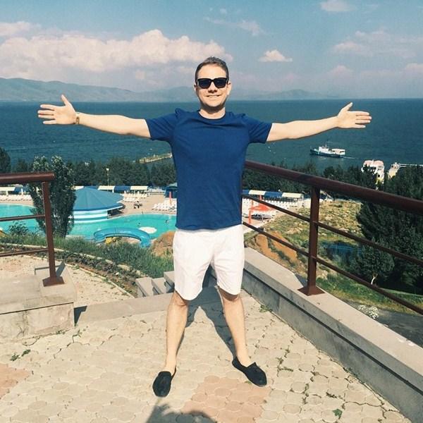 DJ Smash отдыхал на озере Севан в Армении.