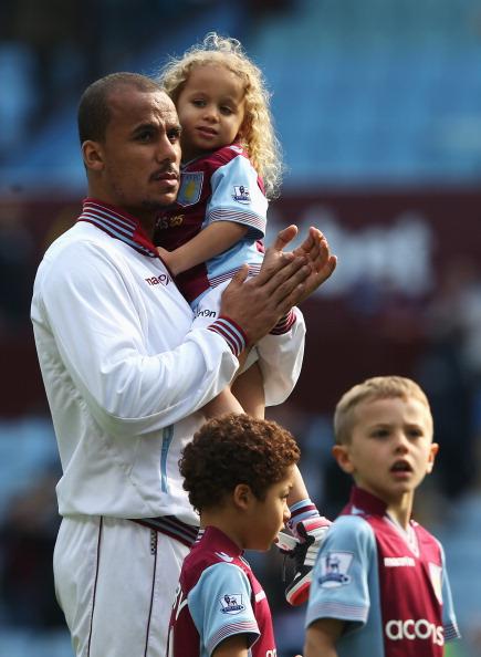 Футболист Габриэль Агбонлахор (28) с детьми