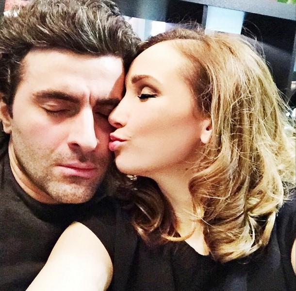 Анфиса Чехова агитировала выкинуть телефоны и целовать любимых.