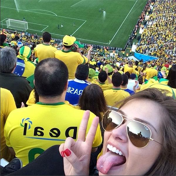 Модель Габриэлла Лензи (20), возлюбленная нападающего футбольного клуба Barcelona и сборной Бразилии Неймара (22).