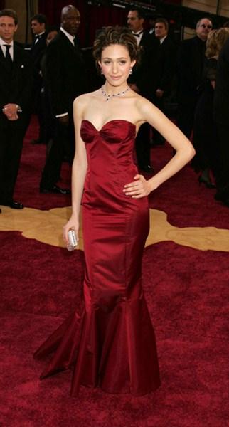 Актриса Эмми Россам (28) в платье Ralph Lauren. 2005 год.