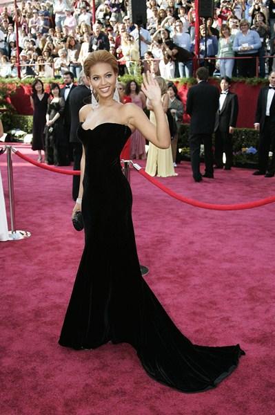 Певица Бейонсе (33)  в платье Versace. 2005  год.