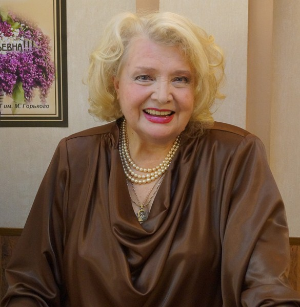 Татьяна Васильевна Доронина (81) -  русская актриса театра и кино, народная артистка СССР, главный режиссер МХАТа имени Горького.