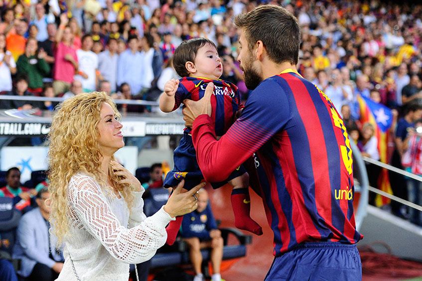 Певица Шакира (37), возлюбленная  защитника футбольного клуба Barcelona и сборной Испании Жерара Пике (27).