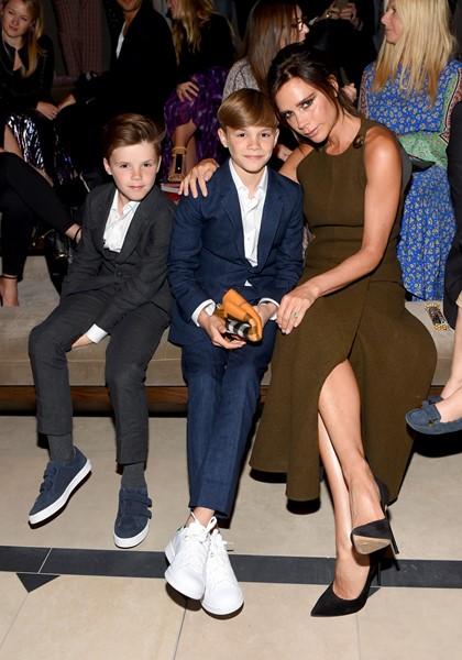 Виктория Бэкхэм с сыновьями Крузом и Ромео