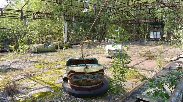 Заброшенные машинки, Чернобыль, Украина.