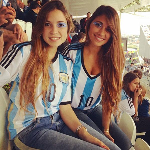 Модель Антонелла Роккуззо (26), жена нападающего футбольного клуба Barcelona и сборной Аргентины  Лионеля Месси (27).