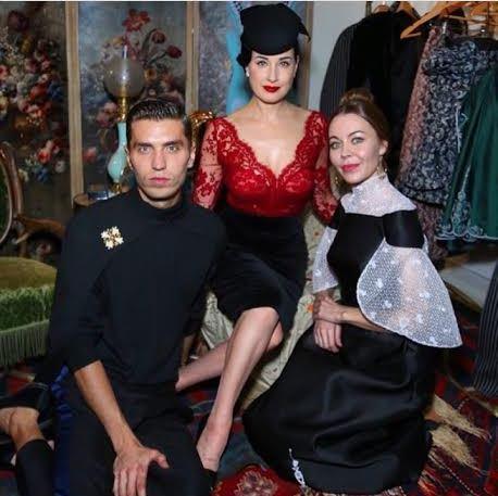 Представитель модного дома Ulyana Sergeenko Фрол Буримский (28), танцовщица Дита Фон Тиз (42) и дизайнер Ульяна Сергеенко (33)