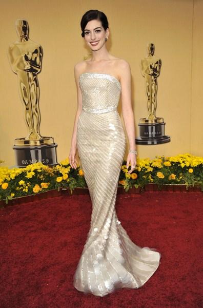 Актриса Энн Хэтэуэй (32)  в платье Armani Prive. 2009  год.