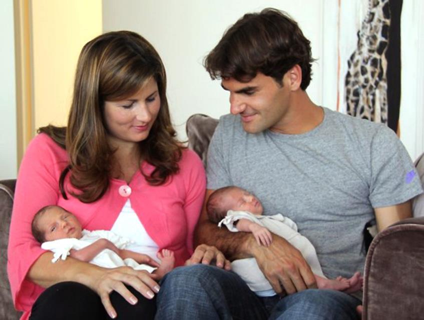 Теннисит Роджер Федерер (33) во второй раз стал отцом близнецов. Компанию девочек-близняшек (23 июля 2009 года) пополнили мальчики Лео (1) и Ленни (1), которые появились на свет 6 мая 2014 года