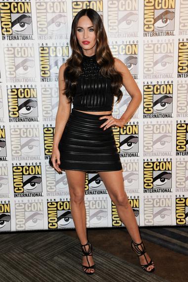 Где:  Открытие Comic-Con «Черепашки-ниндзя» 2014. В чем: блузка и юбка David Koma,  туфли Jimmy Choo.