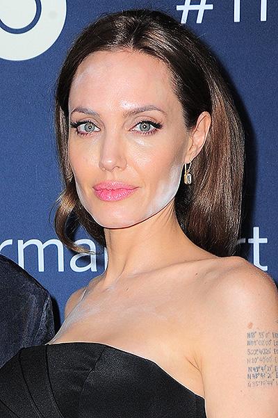 Анджелина Джоли (39) сделала акцент на подбородок
