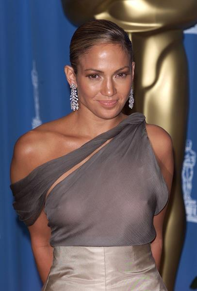 Дженнифер Лопес (45), певица и актриса