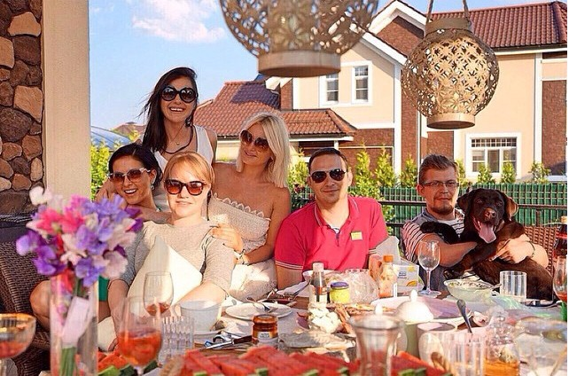 Нюша провела выходные в кругу семьи и друзей.