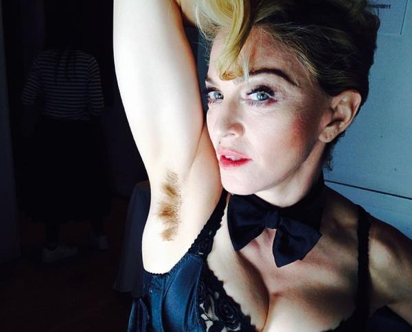 Ну как можно было снова не обратить внимания на подмышки Мадонны?