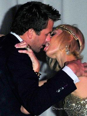 Не поверишь, но это Бен Аффлек (43) целует Перис Хилтон (34). Что они, конечно, отрицали