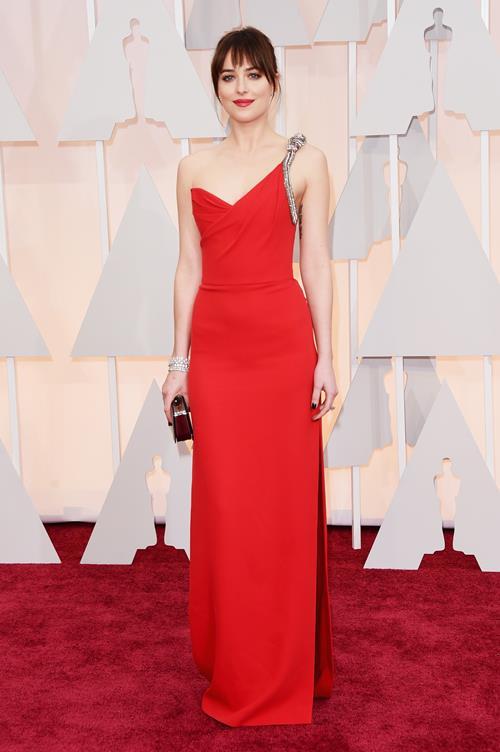 Дакота Джонсон в Saint Laurent на «Оскаре» 2015