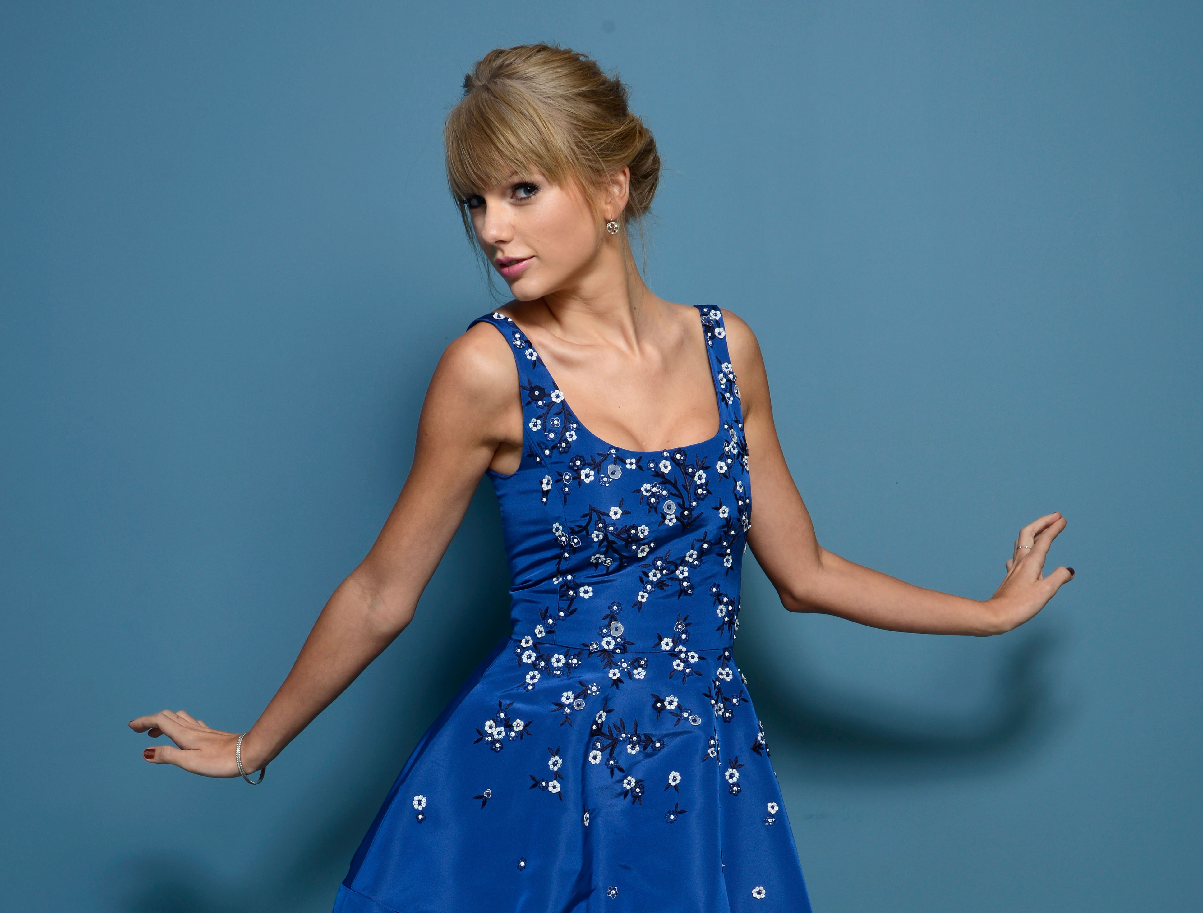 TORONTO, ON - SEPTEMBER 09: Actress Taylor Swift of 'One Chance' poses at the Guess Portrait Studio during 2013 Toronto International Film Festival on September 9, 2013 in Toronto, Canada. (Photo by Larry Busacca/Getty Images)