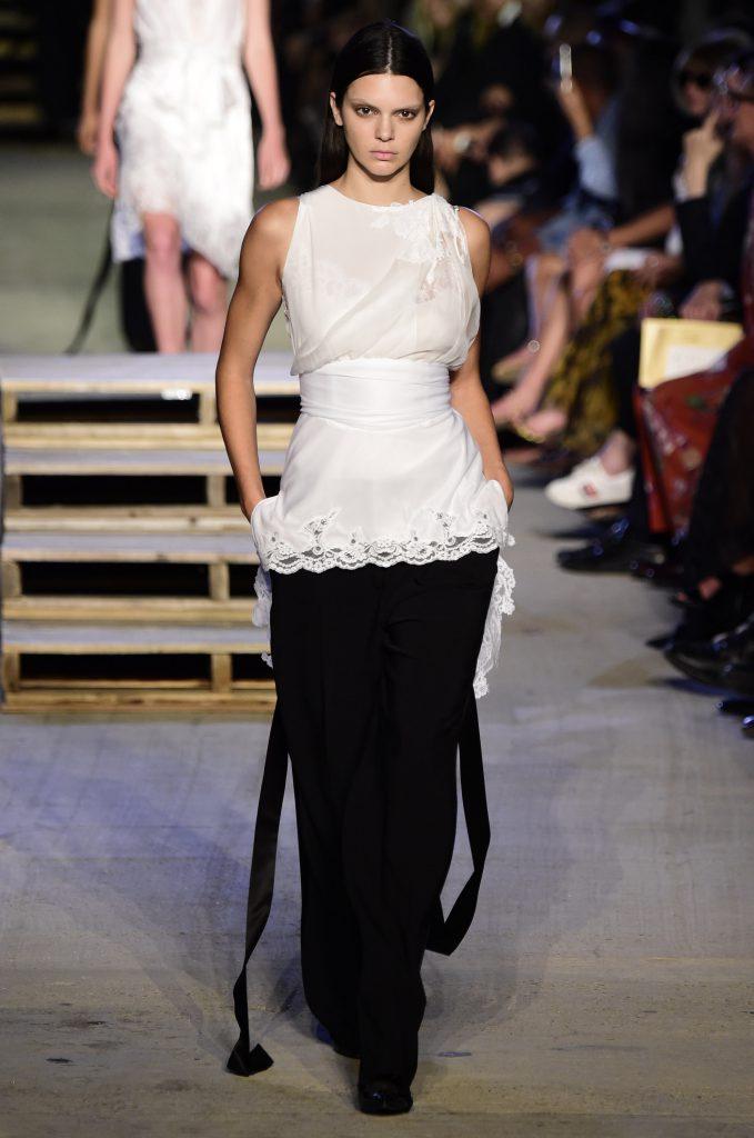Кендалл Дженнер на показе Givenchy