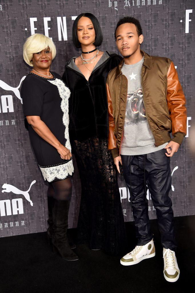 Рианна с семьей