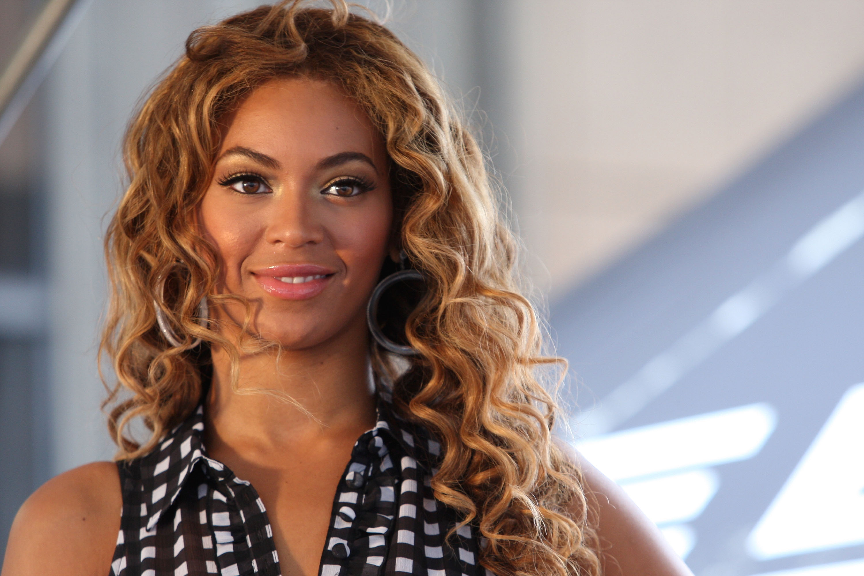 """Beyonce KicksOff National """"Show Your Helping Hand"""" Hunger Relief Initiative"""