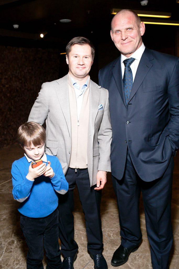 Алексей Немов с сыном и Александр Карелин