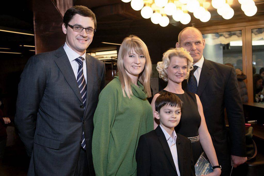 Александр Попов, Светлана Журова, Светлана Хоркина с сыном, Александр Карелин
