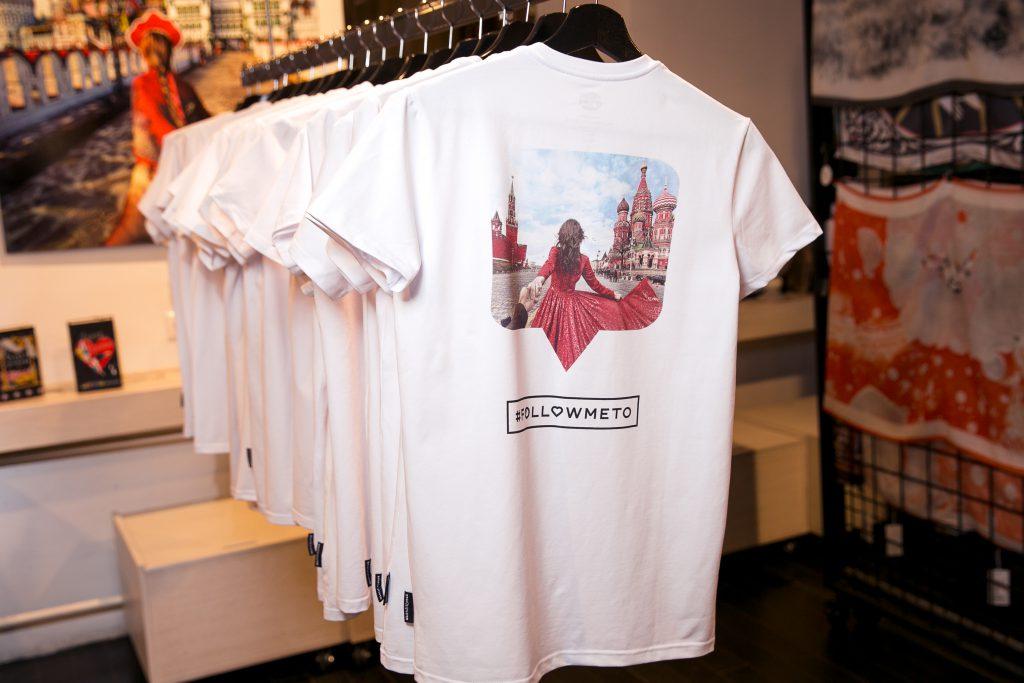 Лимитированной линии футболок с принтомFollowmeto