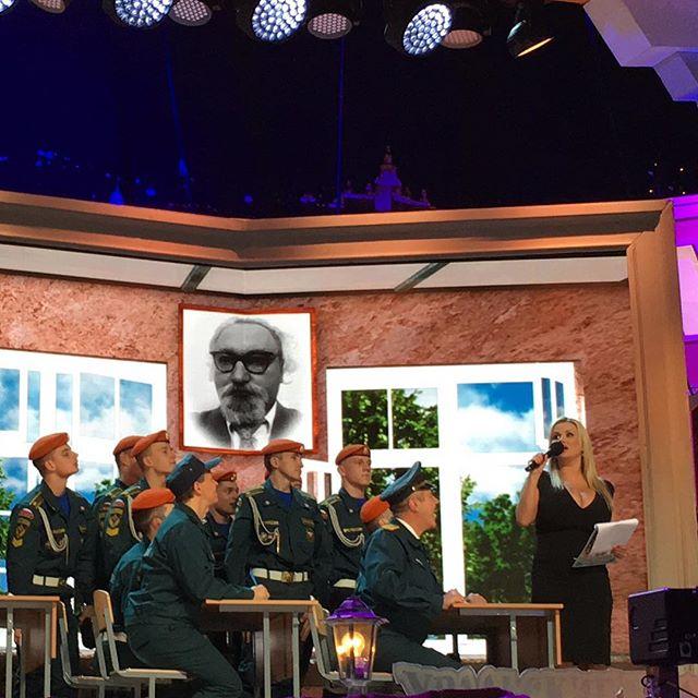 Анна Семенович провела 14 февраля с Уральскими пельменями