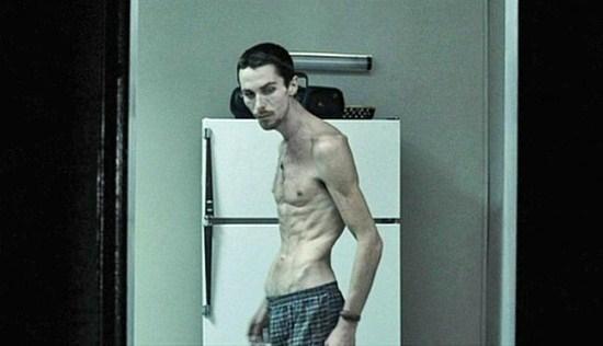 Красавец актер Кристиан Бейл (41) ради роли в фильме «Машинист» похудел на 30 кг. Возможно, роль этого стоила, но выглядел он ужасно.