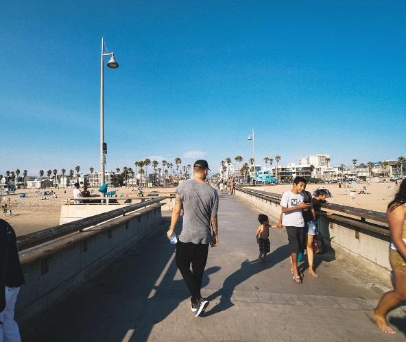 Егор Крид гулял по Лос-Анжелесу